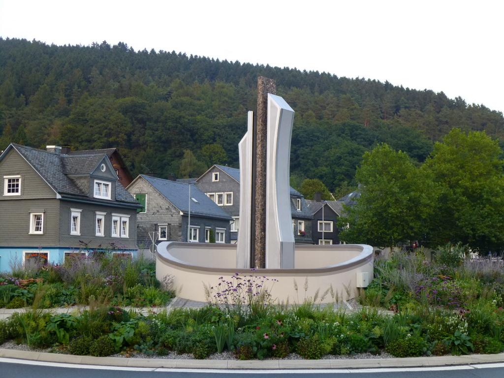 Skuptur am neuen Kreisel in Eiserfeld